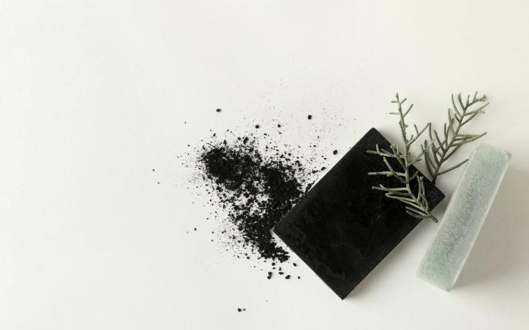Czarne mydło w pielęgnacji włosów