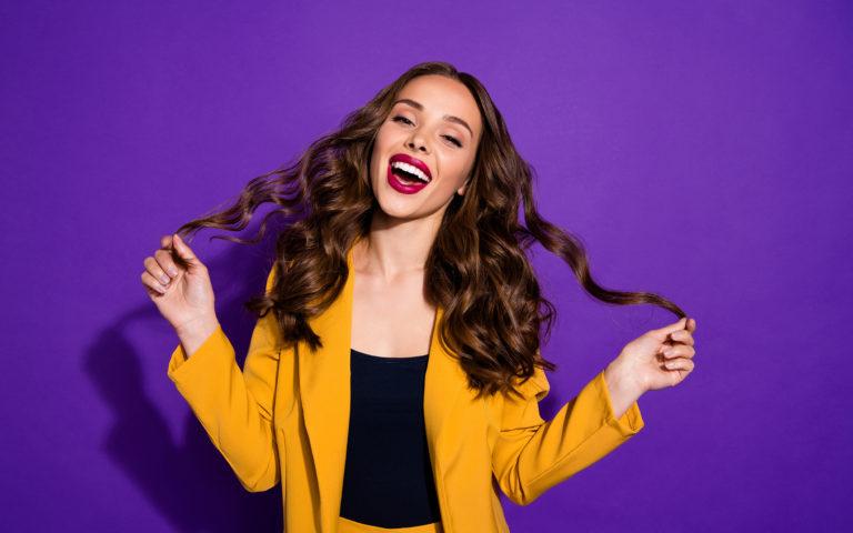 7 nawyków, którymi nieświadomie niszczysz swoje włosy