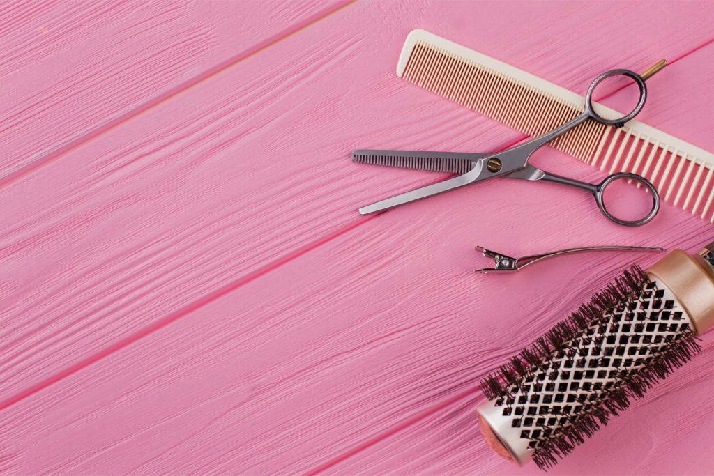 Jak podciąć włosy w domu